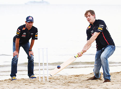Sebastian Vettel and Mark Webber try their hand at beach cricket