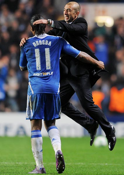 Chelsea's caretaker manager Roberto Di Matteo celebrates victory with Didier Drogba