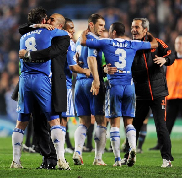 Chelsea's players celebrate victory with caretaker coach Roberto Di Matteo after winning the UEFA Champions League Round of 16 second leg match against SSC Napoli at Stamford Bridge, London, on March 14, 2012