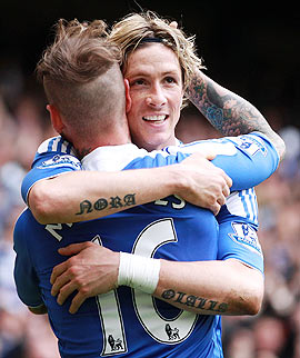 Raul Meireles of Chelsea congratulates team-mate Fernando Torres