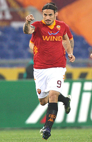 Daniel Osvaldo of AS Roma celebrates after scoring the opening goal against Genoa CFC on Monday