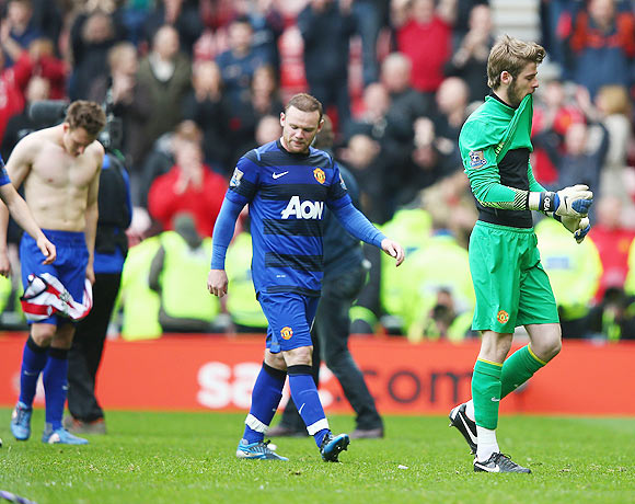 David De Gea and Wayne Rooney of Manchester United leave the field