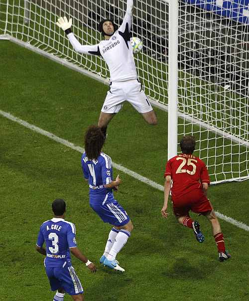 Bayern Munich's Mueller scores a goal against Chelsea's goalkeeper Cech during their Champions League final soccer match at Allianz Arena in Munich