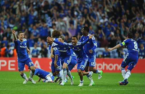 Chelsea players celebrate the winning penalty during UEFA Champions League Final against FC Bayern Muenchen