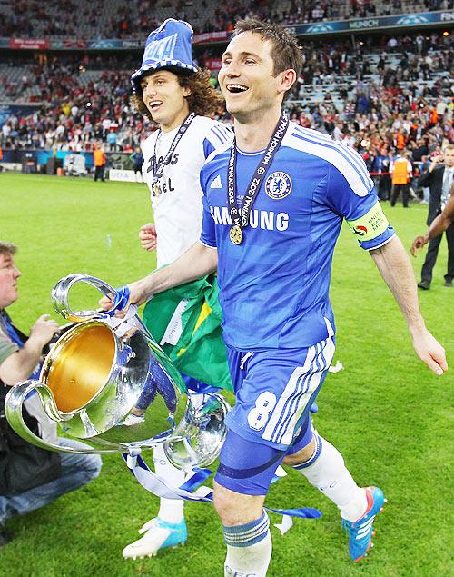 David Luiz and Frank Lampard of Chelsea celebrate
