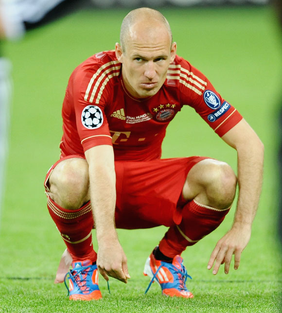 Arjen Robben of Bayern Muenchen looks dejected after their defeat in the UEFA Champions League Final between FC Bayern Muenchen and Chelsea at the Fussball Arena M nchen on May 19, 2012