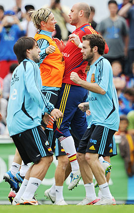 Fernando Torres (left) of Spain jumps up againts goalkeeper Pepe Reina as they excercise with other teammates