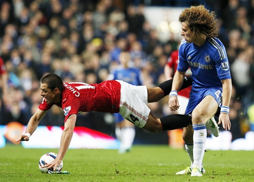 Chelsea's David Luiz challenges Manchester United's Javier Hernandez