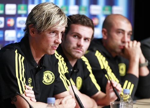 Fernando Torres (left), Juan Mata (centre) and coach Roberto Di Matteo