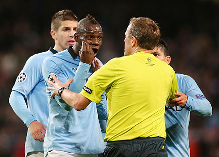 Mario Balotelli of Manchester City protests to referee Peter Rasmussen after being denied a penalty