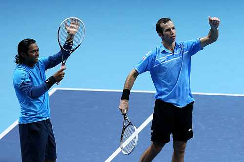 Radek Stepanek (R) of Czech Republic and Leander Paes of India celebrate their victory