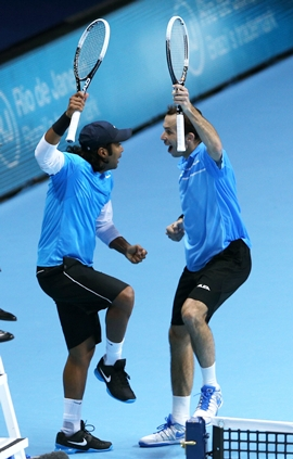 Paes and Stepanek celebrate a point