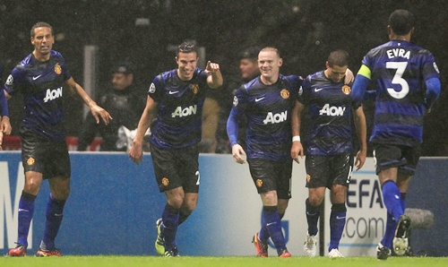 Manchester United's Robin van Persie celebrates with team mates