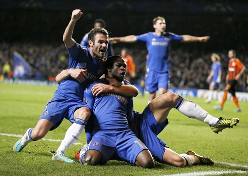 Chelsea's Victor Moses (centre) celebrates with teammates