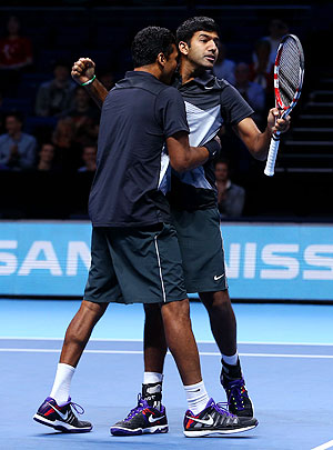 Rohan Bopanna (right) and Mahesh Bhupathi celebrate after defeating Radek Stepanek and Leander Paes during their men's doubles ATP World Tour semi-final on Sunday