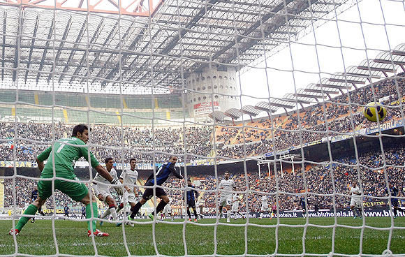 Inter Milan's Rodrigo Palacio (4th from left) heads to score past Cagliari's goalkeeper Michael Agazzi during their serie A match on Sunday