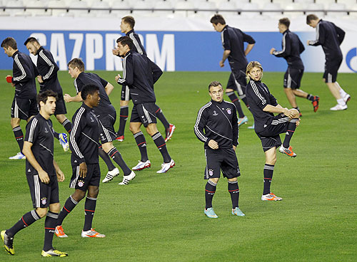 Bayern Munich's players warm up during a training session in Valencia on Monday