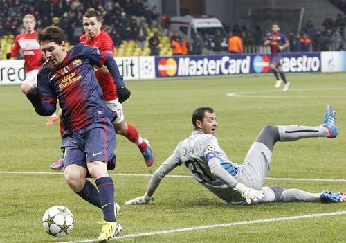 Spartak Moscow's goalkeeper Andriy Dykan (right) fights for the ball with Barcelona's Lionel Messi