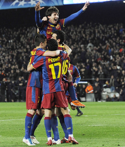 Lionel Messi of FC Barcelona (centre) celebrates with his teammates