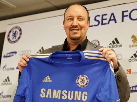 New Chelsea manager Rafael Benitez poses with a jersey during a press conference at Stamford Bridge on Thursday