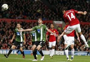 Javier Hernandes scores for Manchester United