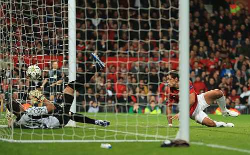 Javier Hernandez of Manchester United scores his team's first goal to make the score 1-2 during the UEFA Champions League Group H match between Manchester United and SC Braga