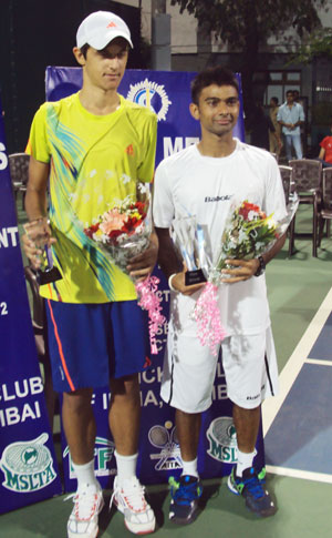 Jeevan Nedunchezhiyan, the winner and runner-up Mate Pavic of Crotia