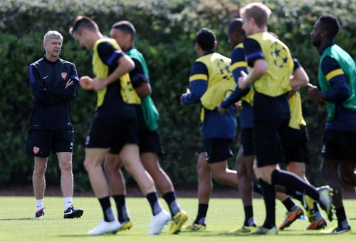 Arsenal manager Arsene Wenger watches his players during a training session