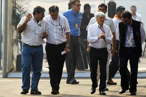 Vicky Chandhok, Pasquale Lattuneddu of the FOM, Bernie Ecclestone CEO Formula One Group (FOM)