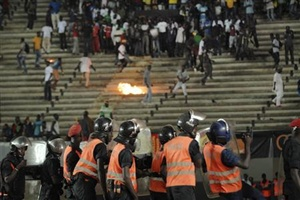 Senegalese fans throw rocks at the police
