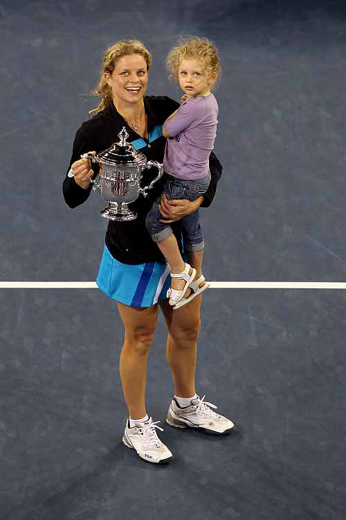 Kim Clijsters with the US Open trophy in 2009