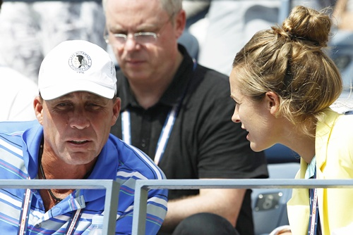 Andy Murray's coach Ivan Lendl (left) and girlfriend Kim Sears talk in the gallery