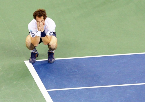 Andy Murray of Great Britain celebrates after defeating Novak Djokovic