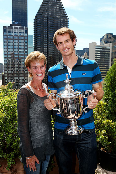 Andy Murray and his mother Judy pose with the US Open Championship trophy