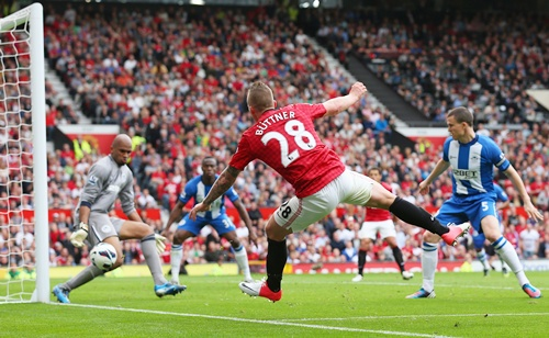 Alexander Buttner of Manchester United scores