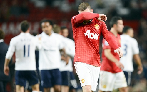Manchester United's Wayne Rooney wipes his face