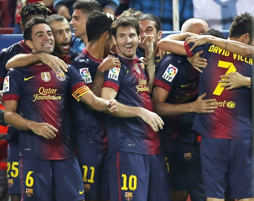 Barcelona's players congratulate teammate David Villa