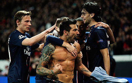 Ezequiel Lavezzi of PSG celebrates with teammates