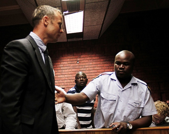 Pistorius gets support from female Twitter group