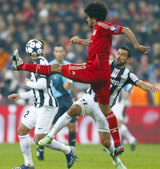 Bayern Munich's Dante (left) fights for the ball with Juventus' Fabio Quagliarella