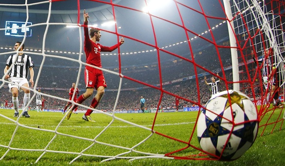 Thomas Mueller of Bayern Munich celebrates