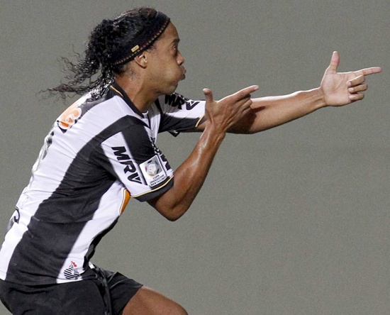 Ronaldinho of Brazil's Atletico Mineiro celebrates his goal against Argentina's Arsenal
