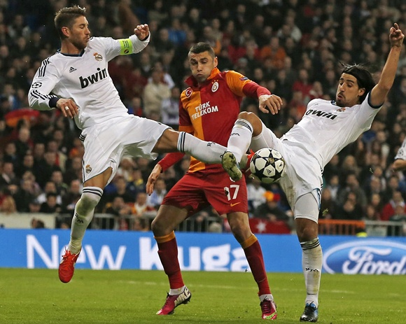 Real Madrid's Sergio Ramos (left) and mate Sami Khedira (right) disput a   ball with Galatasaray's Burak Yalmaz
