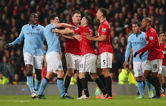 Gareth Barry of Manchester City clashes with Ryan Giggs and Rio Ferdinand of Manchester United