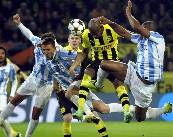 Borussia Dortmund's Felipe Santana (centre) tries to score