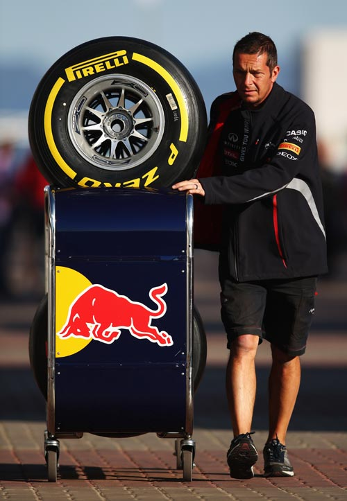 Red Bull Racing mechanic pushes Pirelli soft tyres