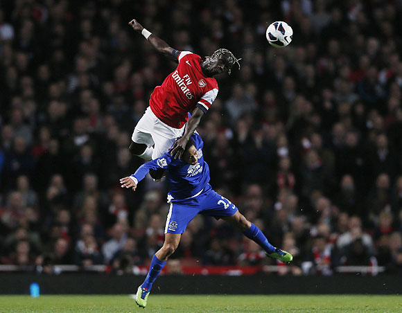 Arsenal's Bacary Sagna (left) and Everton's Steven Pienaar are involved in an aerial duel during their English Premier League match on Tuesday