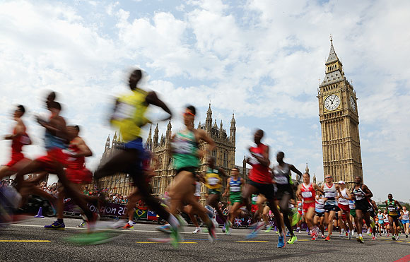 Athletes pass the Palace of Westminster during the London Marathon