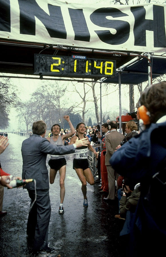 Dick Beardsley of the USA and Inge Simonsen of Norway cross the line together to win the 1981 London Marathon with a time of 2:11.48 hours