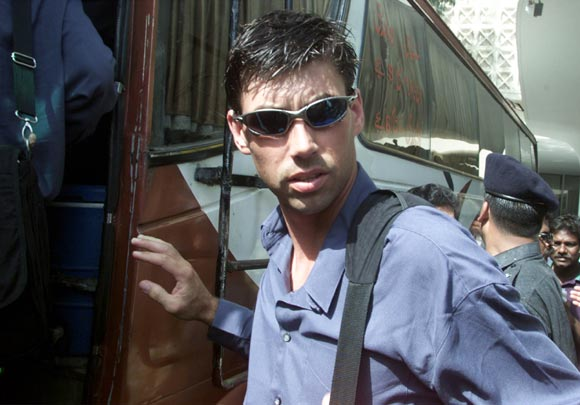New Zealand cricket captain Stephen Fleming prepares to board a bus for the airport in Karachi on May 8, 2002.